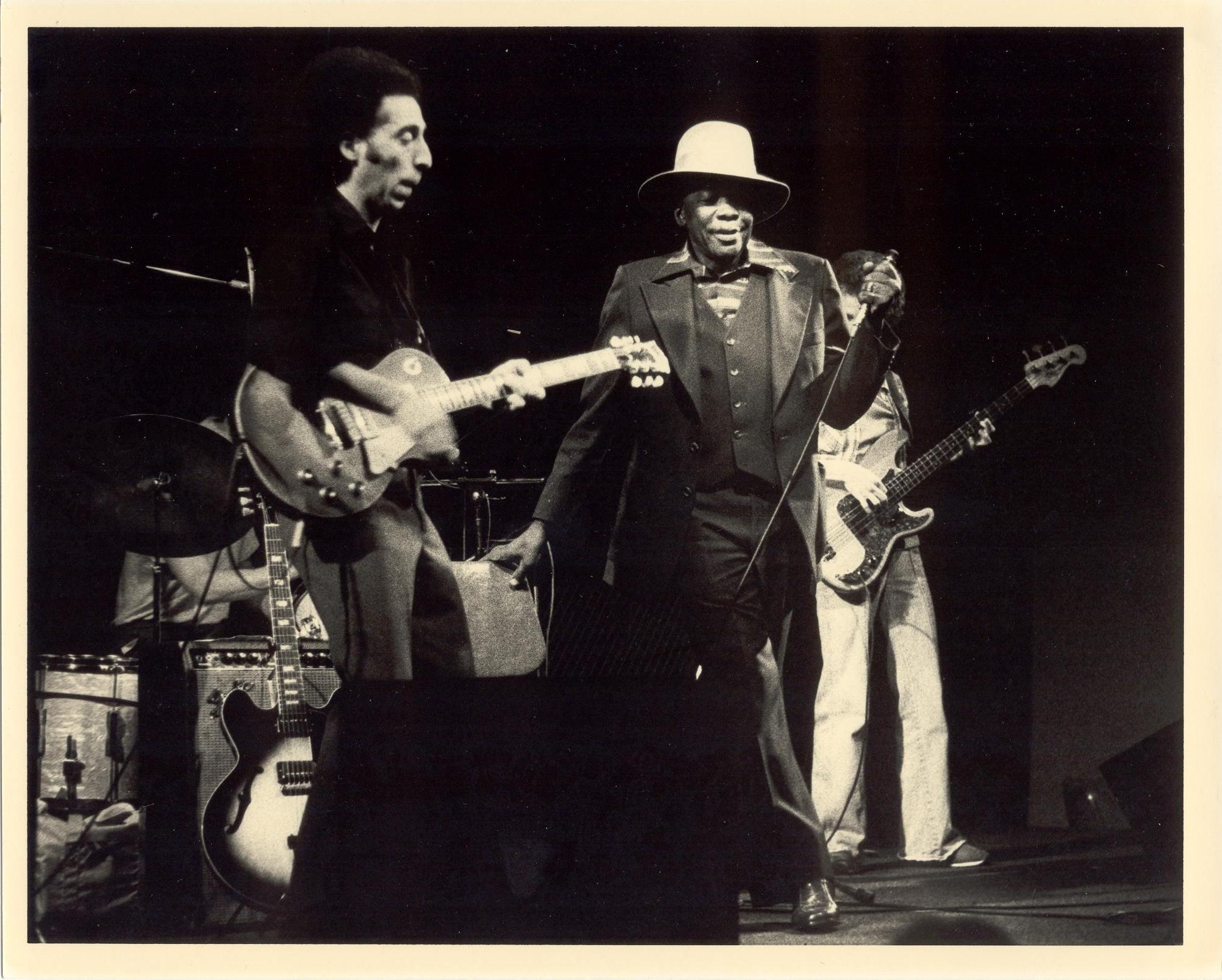 John García performing with John Lee Hooker.
